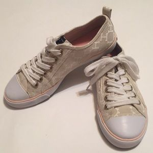 Tommy Hilfiger sneakers   size 6m